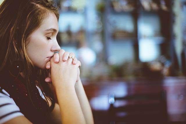 Cómo rezar el Rosario sin rosario