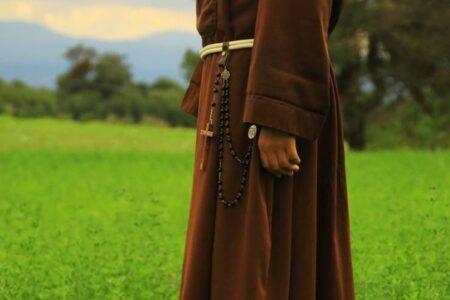 Cómo rezar el Rosario en latín